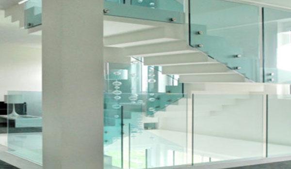 Parapetti in cristallo e vetro temperato | Serramenti e Serramenti